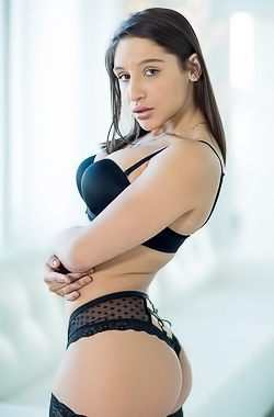 Glamour Babe Abella Danger Ready For Fuck