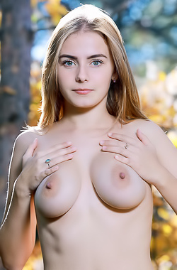 Dakota Pink With Big Natural Breasts