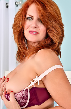 Andi James Andi James shows her mature body in bed