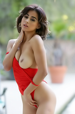 Mia Valentine undresses to cool down