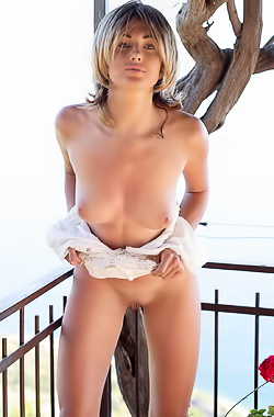 Teodora Shows Her Big Boobies