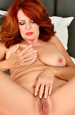Andi James Curvy Redhead MILF Andi James and her huge tits