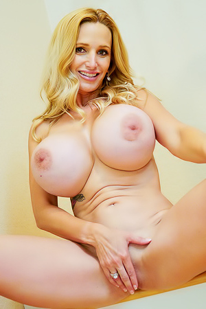 Horny MILF Billi: Work up a Sweat